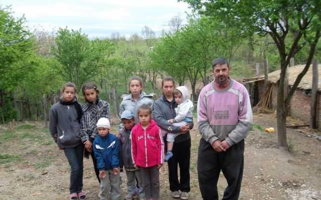 Traian Popescu, alături de cei opt copii