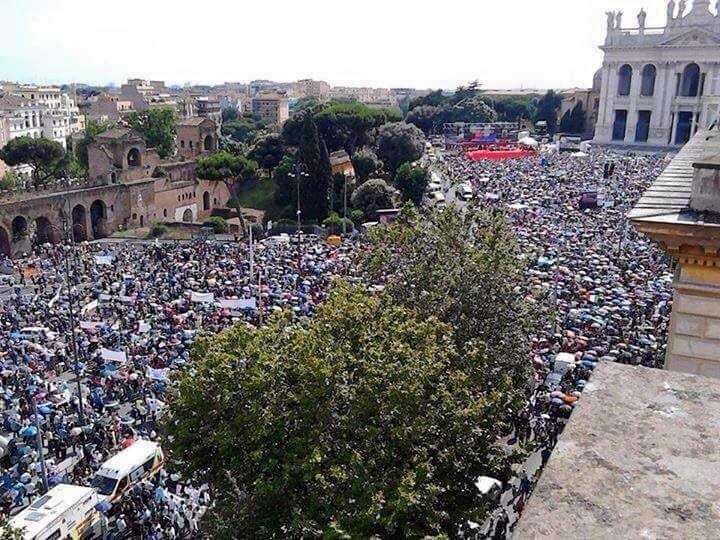 ROMA: 1 milion de persoane au demonstrat impotriva CASATORIILOR HOMOSEXUALE (Video)