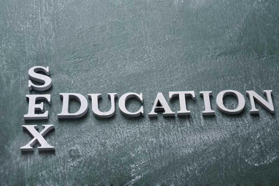PARTENERIATUL CIVIL, pus pe agenda Parlamentului de PSD/ CONSILIUL TINERETULUI cere parteneriat civil gay, educatie sexuala si contraceptiva in scoli, precum si reluarea Strategiei de Educatie Parentala