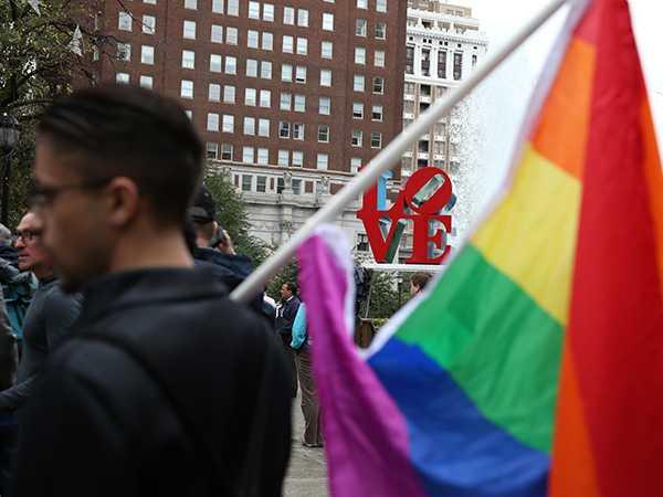 TACTICILE MISCARII HOMOSEXUALISTE. Desensibilizarea opiniei publice, AUTOVICTIMIZAREA si DEMONIZAREA OPONENTILOR