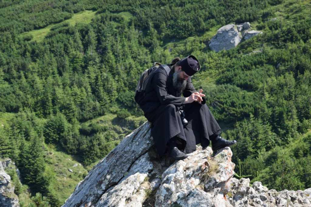 pelerini-manastirea_ceahlau-foto_tudorel_rusu_2
