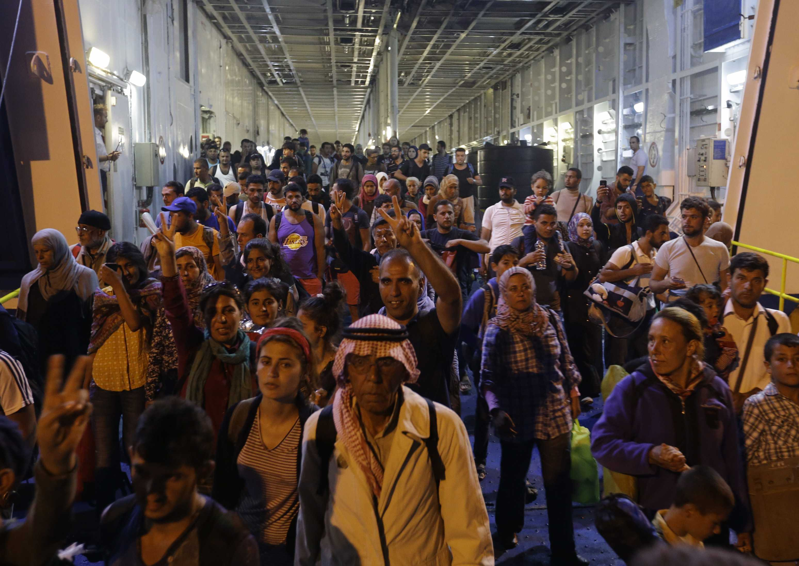 """VOM AVEA MULT HAOS DIN CAUZA REFUGIATILOR: <i>""""Mă tem că pentru România problemele vor fi insurmontabile""""</i>/ ARHITECTII NOULUI HAOS PLANETAR/ Penibila razgandeala """"nemteasca"""" a presedintelui Iohannis pe tema primirii imigrantilor (VIDEO)/ Medic sirian din Cluj: <i>""""ACESTE PLECARI SUNT COMANDATE, SUNT FAVORIZATE, SUNT FINANTATE de cineva care are interes de a exercita presiuni asupra Europei""""</i>"""