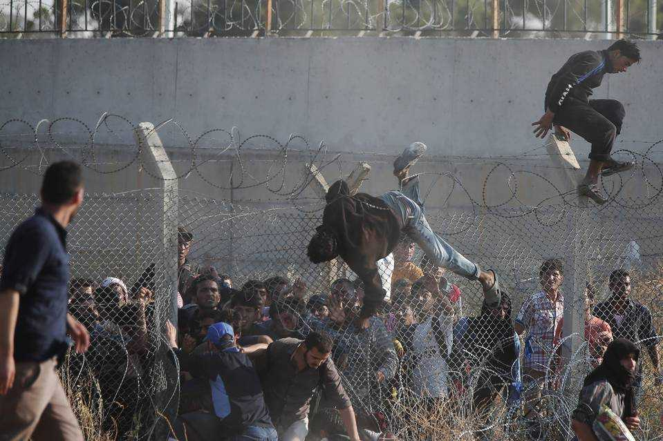 """<i>""""America prepara masa, restul lumii spala vasele""""</i>. CAUZELE SI EFECTELE TRAGEDIEI REFUGIATIILOR SI MEGA-INGINERIILE DEMOGRAFICE. Fabricarea unei """"NOI EUROPE"""" din valurile de imigranti orientali? VA FI REPARTIZATA ROMANIEI COTA OBLIGATORIE DE 7000 REFUGIATI?"""