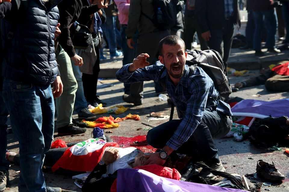 """ATENTAT LA ANKARA, CEL MAI GRAV DIN ISTORIA CAPITALEI TURCIEI (Video). Demonstratii anti-Erdogan/ SUA RENUNTA LA SPRIJINIREA REBELILOR """"MODERATI""""/ Discurs-surpriza al sefului Comisiei Europene. JUNKER VREA CA RUSIA SA FIE TRATATA """"CUM TREBUIE"""" SI CA UE SA NU MAI URMEZE """"DICTATUL"""" SUA/ Demonstratie masiva anti-TTIP la Berlin"""