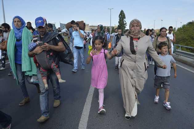 """SE PLEACA DIN ROMÂNIA CA IN VREME DE RAZBOI/ Premierul Italiei vrea SANCTIONAREA tarilor care nu vor IMIGRANTI/ Viktor Orban: <i>&#8220;Nimeni nu poate forţa Ungaria să devină o ţară de imigranţi""""</i>/ ACORDUL UE-TURCIA PRIVIND IMIGRANTII &#8211; TOT MAI FISURAT"""