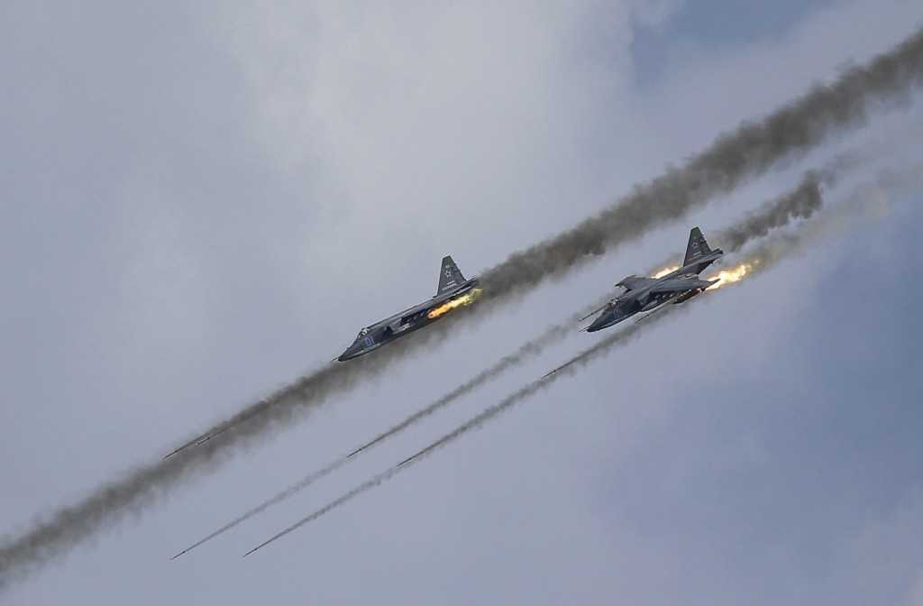 Russian Sukhoi Su-25 Frogfoot ground-attack planes perform during the Aviadarts military aviation competition at the Dubrovichi range near Ryazan, Russia, August 2, 2015. The aviation contest is part of the International Army Games, which are held in Russia from August 1-15, with participants from 17 countries, according to organisers. REUTERS/Maxim Shemetov - RTX1MQMY
