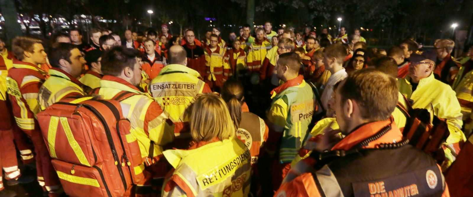 "FALSA ALERTA TERORISTA LA HANOVRA. Anularea meciului dintre Germania-Olanda si evacuarea cancelarului MERKEL, dar si o PSIHOZA alimentata de PRESA GERMANA: <i>""ambulanta plina de explozibili""</i>"