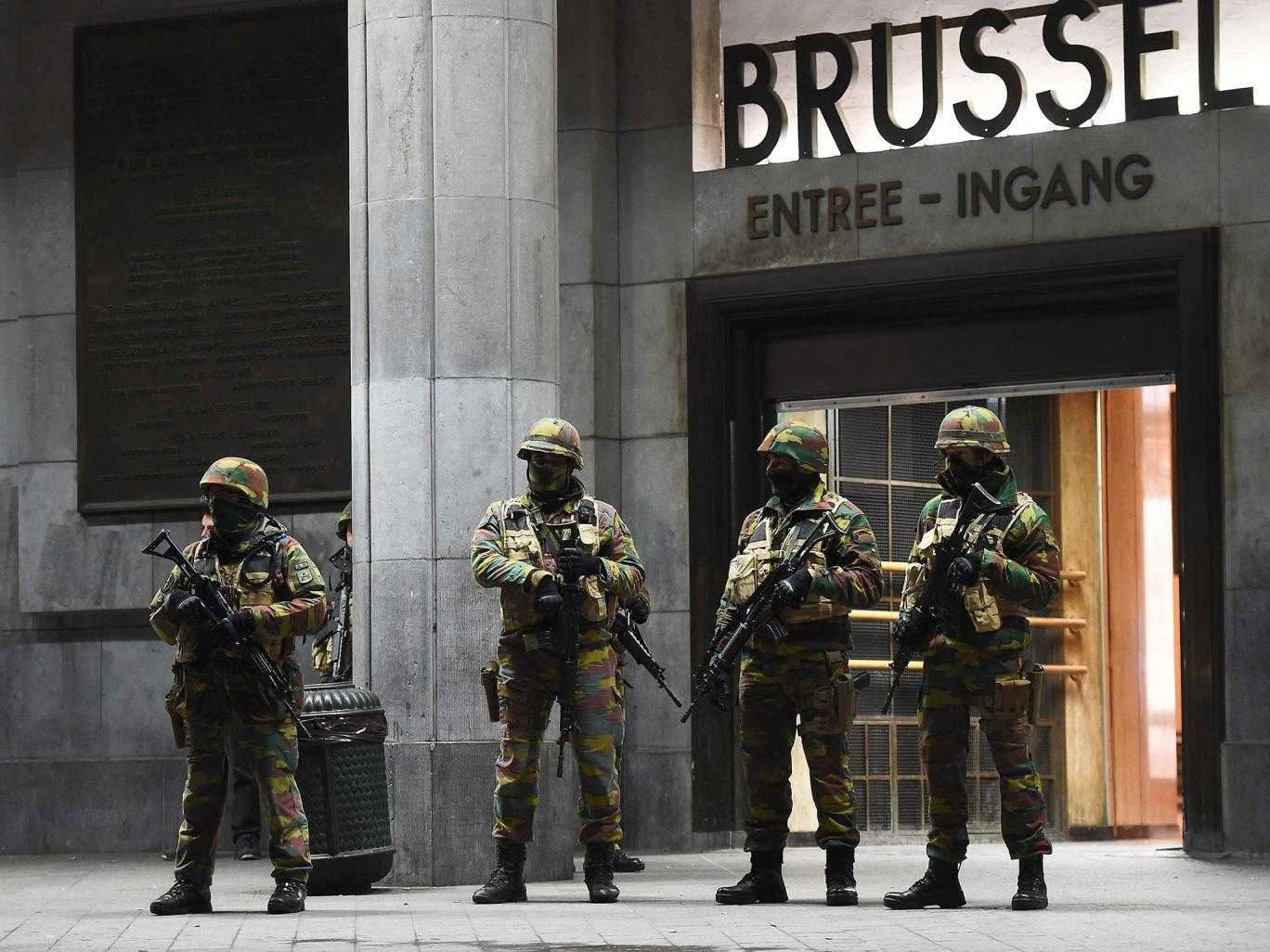 "MILITARIZAREA EUROPEI. Starea de alerta se prelungeste in Bruxelles/ PARISUL: MAI MULTA POLITIE INARMATA, MAI MULTE CAMERE DE SUPRAVEGHERE/ Rusia si Franta coopereaza in MEDITERANA/ PATRIARHIA MOSCOVEI e de acord cu uciderea teroristilor FARA judecata si vrea COALITIE INTERNATIONALA EFECTIVA anti-jihad, cu RUSIA ca ""lider mondial"""