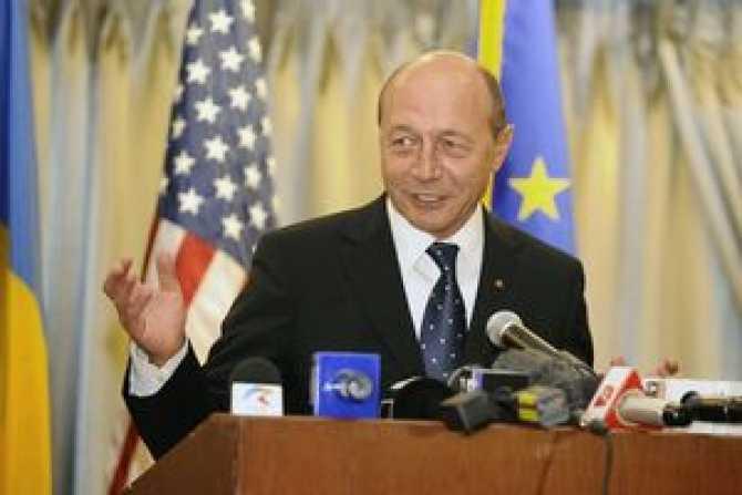 """ŞOC: Basescu incepe sa spuna adevarul dupa ce a fost aruncat din brate? AMERICANII AR VREA SA DESTABILIZEZE SI ROMANIA, DUPA UCRAINA SI MOLDOVA!; KOVESI FACE JOCUL AMBASADORILOR. <i>""""Soluția cu tehnocrații e pentru țări bananiere""""/ """"Pot fi și politici în care aliații vor să te vadă slab, ca să le mănânci din palmă""""</i> (VIDEO)"""