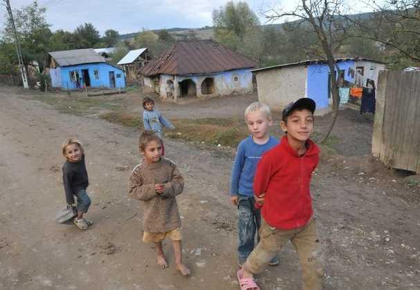 SARACII EUROPEI. Unul din zece copii din mediul rural merge la culcare FLAMÂND/ SACRIFICAREA MUNCII IN DAUNA PROFITULUI. Cauzele reale ale salariilor mici din România/ MITUL ASISTATILOR SOCIAL. Doar 250.00 de persoane traiesc din venitul minim garantat