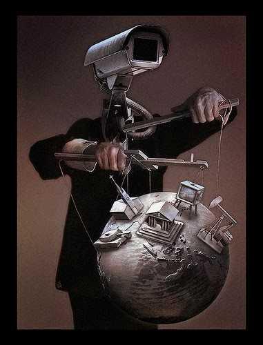 """Avocatul Gheorghe Piperea despre LUMEA CREATORILOR DE HAOS. <i>""""Cei de la baza piramidei trebuie controlaţi, iar dacă războiul permanent este bun pentru asta, atunci va fi război. Şi haos""""</i>"""