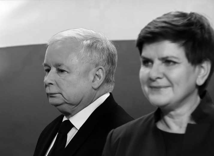 """SEFII SERVICIILOR SECRETE din Polonia si-au dat demisia dupa ce au fost acuzati de """"POLITIE POLITICA"""" de noul premier conservator. Detronarea sefilor SERVICIILOR SECRETE este vazuta drept … TOTALITARISM!"""