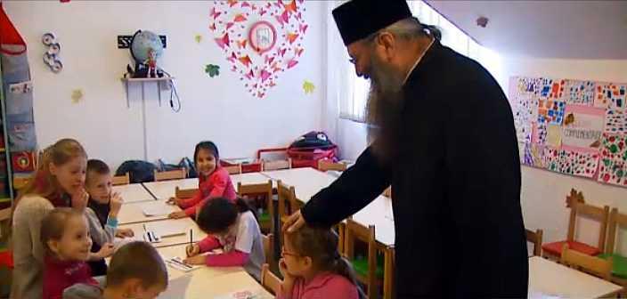 ASEZAMANTUL de COPII de la Manastirea BOGDANA din Radauti &#8211; locul unde peste o suta de orfani isi gasesc, prin BISERICA, o autentica &#8220;NOUA FAMILIE&#8221; (Reportaje TRINITAS si <em>&#8220;Romania, te iubesc&#8221;</em> – VIDEO)