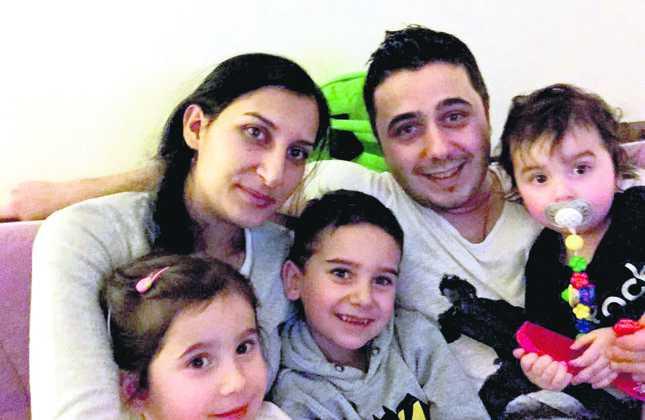 Familia Kiris, reunita dupa interventia autoritatilor turcesti. Foto: Daily Sabah