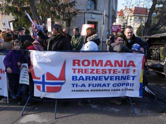 photo-prodocens-media-protest-in-fata-ambasadei-norvegiana-in-bucuresti-1