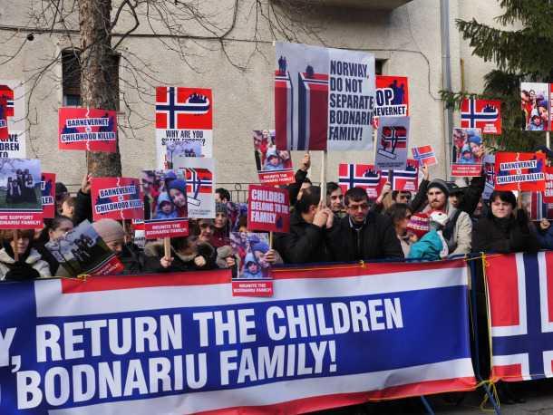 protest pt familia Bodnariu ambasada Norvegiei