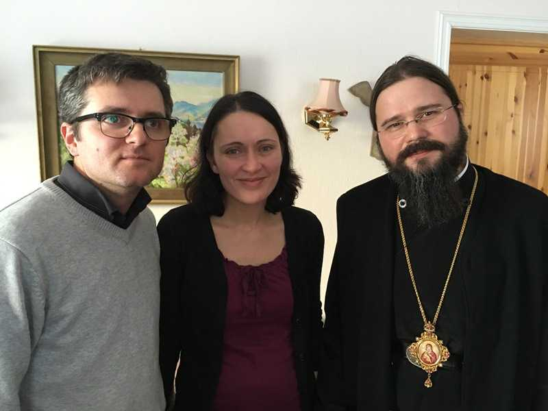 Episcopul Macarie Dragoi acasa la sotii Bodnariu