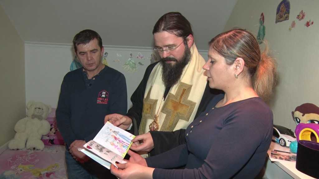 Episcopul Macarie Dragoi acasa la sotii Nan