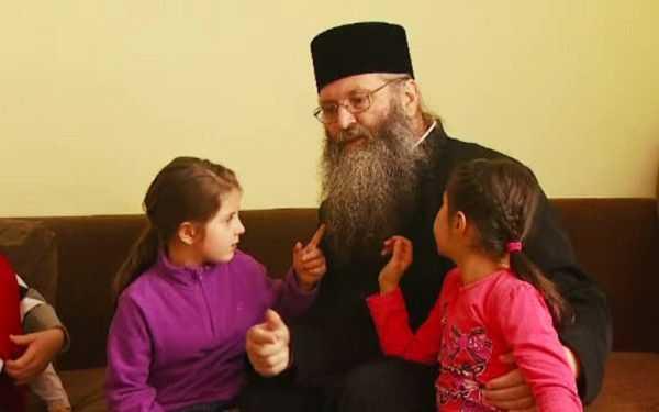 am-avut-copii-care-nu-intelegeau-conceptul-de-familie-langa-radauti-o-manastire-are-grija-de-peste-100_size19