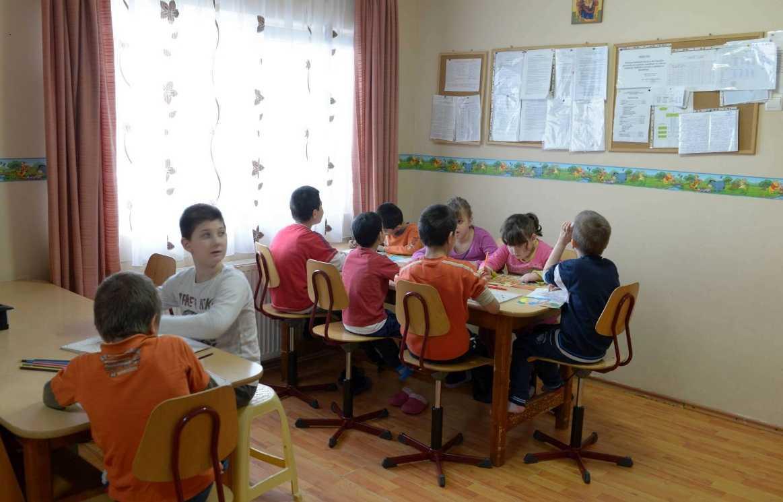 """TEOLOGIA """"LA MODUL CONCRET"""" in ASEZAMINTELE SOCIALE pentru COPII CU DIZABILITATI """"SFANTA ANA"""" si """"SFANTA MARIA"""" din Alba Iulia/ Scoala duhovniceasca a parintelui FLORIN BOTEZAN. <i>""""Să înțelegem ce vremuri trăim, dar să nu deznădăjduim""""</i>"""