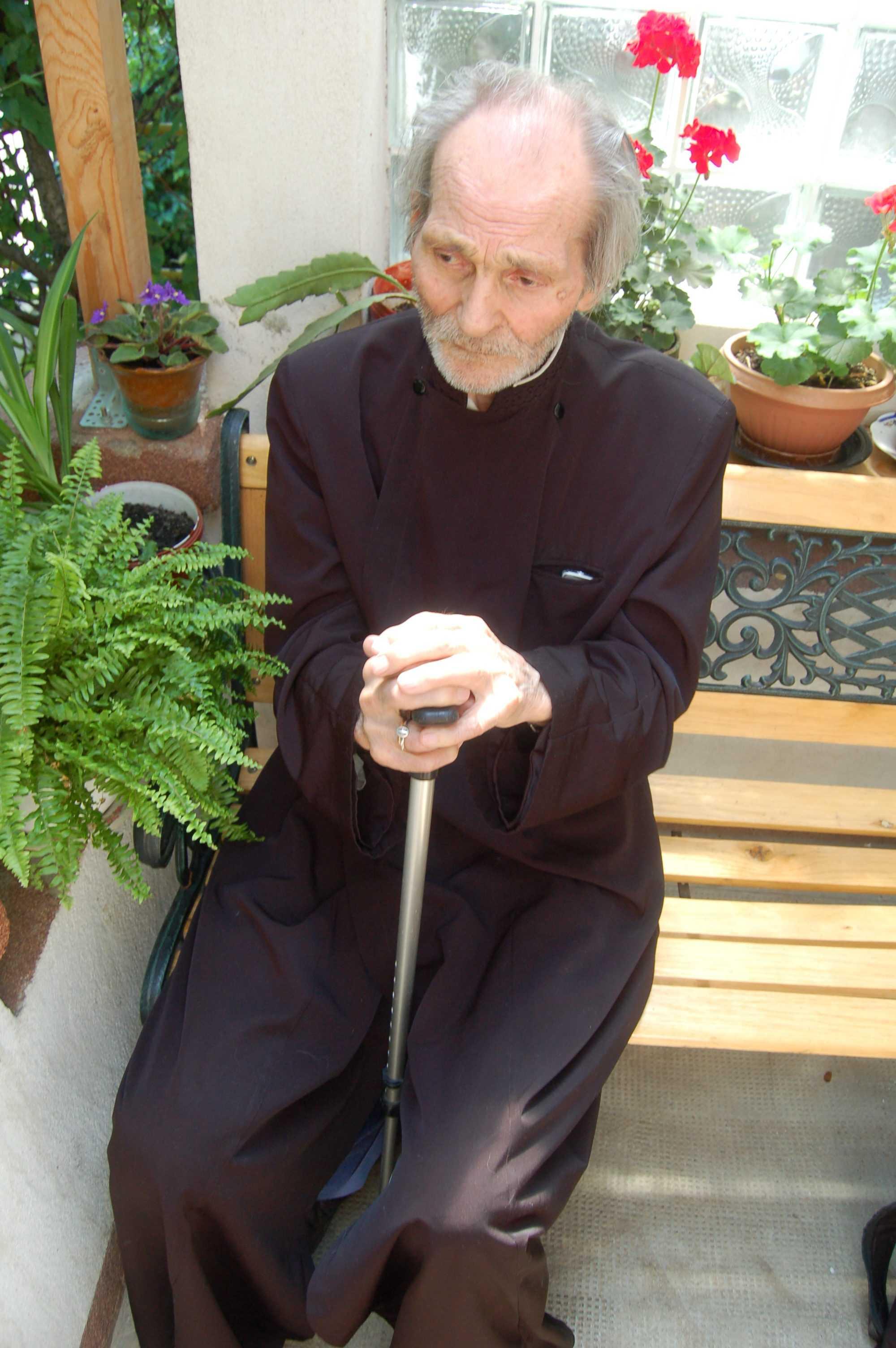 """Din amintirile unui preot mult patimitor in inchisorile comuniste: PARINTELE MIHAI LUNGEANU despre PUTEREA IZBAVITOARE A RUGACIUNII CONTINUE si intalnirile cu PARINTELE ARSENIE PAPACIOC: <i>""""O singură noapte nu m-am rugat și îmi reproşez asta toată viața… Arsenie Papacioc era un om de rugăciune cum nu erau mulți""""</i>"""
