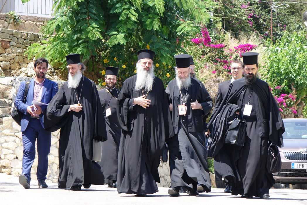 """IPS HIEROTHEOS VLACHOS denunta PRESIUNILE la care au fost supusi ierarhii Bisericii Greciei de catre tabara PATRIARHULUI ECUMENIC la dezbaterile asupra documentului referitor la relatiile cu celelalte culte: <i>""""Eu insumi m-am confruntat cu un COMPORTAMENT ABUZIV""""</i>"""