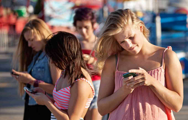 teen-smartphone-use