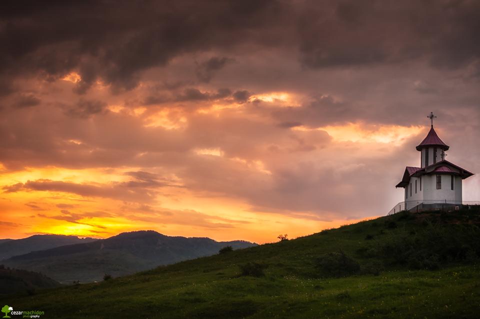 Apus la Valea Plopului - Cezar Machidon foto
