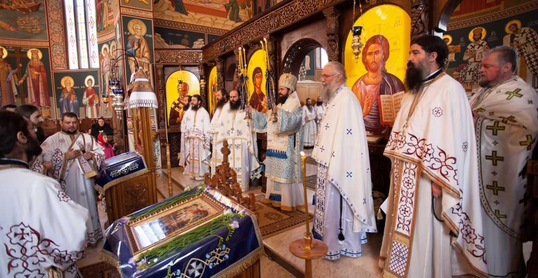 """SA PAZIM UNITATEA FAMILIEI BISERICII, tinand si marturisind credinta ortodoxa CU INTELEPCIUNE SI CU DRAGOSTE, <i>""""nu cu isterie si cu condamnari irevocabile ale altora""""</i>! CINE SE RUPE DE BISERICA, ACELA MOARE! <i>""""Slavă lui Dumnezeu, că nu ne întreabă PE NOI pe cine să mântuiască, fiindca ar fi pustiu raiul!""""</i> (CUVINTE AUDIO SI TEXT)"""