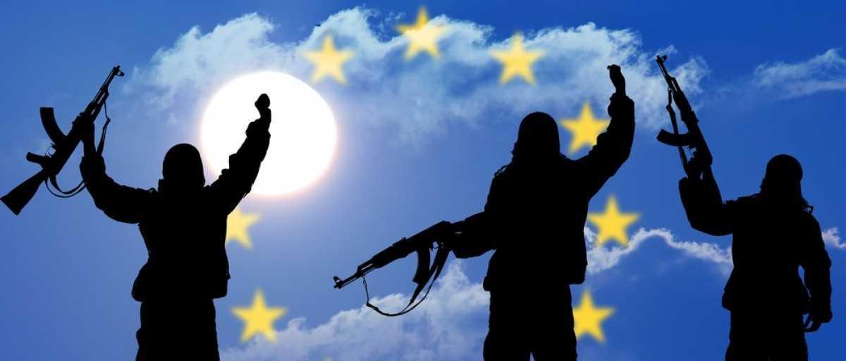 """PREGATIRI DE RAZBOI (CIVIL?) SI DE CRIZA ALIMENTARA IN EUROPA. Germania adopta un nou plan de aparare civila, CEHIA recomanda si ea cetatenilor sa-si faca REZERVE DE HRANA si <i>""""să fie pregătiţi pentru cel mai rău scenariu""""</i>, propune ARMATA EUROPEANA, intentionandu-se inclusiv INARMAREA CIVILILOR/ In numele """"securitatii digitale"""", liderii UE doresc LIMITAREA CRIPTARII COMUNICATIILOR si sa controleze """"instigarile la ura"""" pe internet"""