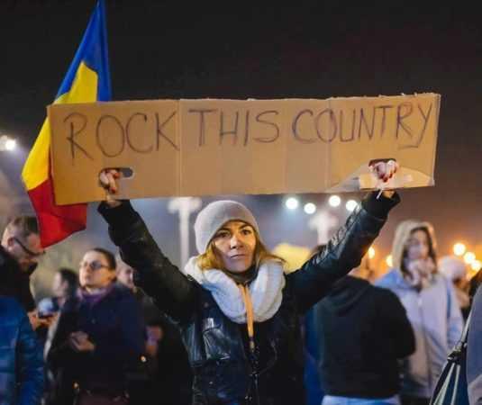 """NOUA POLITICA """"ANTISISTEM"""", REVOLUTIA COLECTIV SI DESANTUL NEOKOMINTERIST. Spre noua distopie a României militarizate si globalizate a """"tinerilor liberi si frumosi"""""""