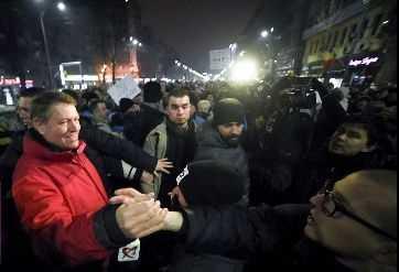 """MAREA REBELIUNE NEOSECURISTA. """"Releele"""" oengistic-facebook-iste au adus zeci de mii de protestatari pe strazi. RAZBOI CIVIL DECLANSAT PENTRU PASTRAREA PUTERII IN MAINILE BINOMULUI?"""