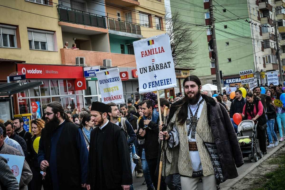 REFERENDUMUL ULTIMEI SANSE. Miza uriasa pentru Biserica si neam a marelui EXAMEN al definirii NORMALITATII in Constitutie: <i>&#8220;Poporul român se va îngropa sau va învia moral prin acest Referendum!&#8221;</i>