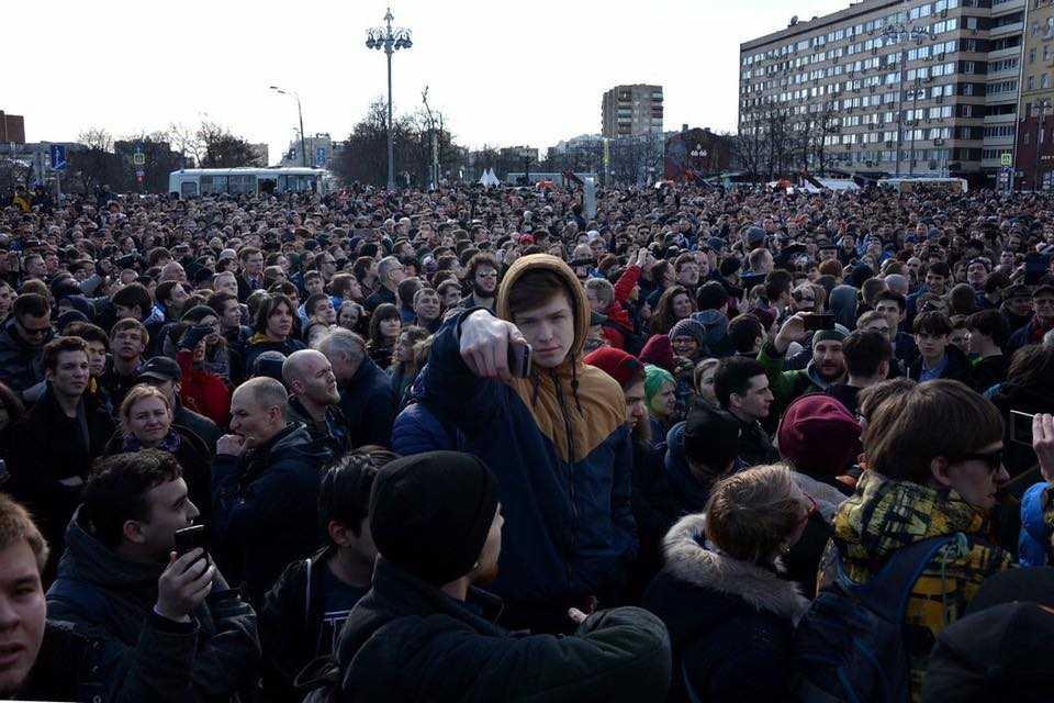 "PROTESTE IN RUSIA, dupa dezvaluiri privind coruptia premierului Medvedev (Video)/ PAPA FRANCISC, INVITAT DE IOHANNIS IN ROMANIA/ EUROPA cu ""RITMURI DIFERITE"", consacrata la Roma/ Marine Le Pen prezice sfarsitul UE/ ERDOGAN continua razboiul verbal cu EUROPA/ La sase ani de la ""PRIMAVARA ARABA"", Hosni Mubarak iese din inchisoare"