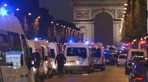 ATACURI TERORISTE LA PARIS. Un politist ucis, doi altii raniti grav (Video)/ Peste doar trei zile vor avea loc ALEGERI PREZIDENTIALE in Franta. Cum a influentat PROCURATURA procesul electoral