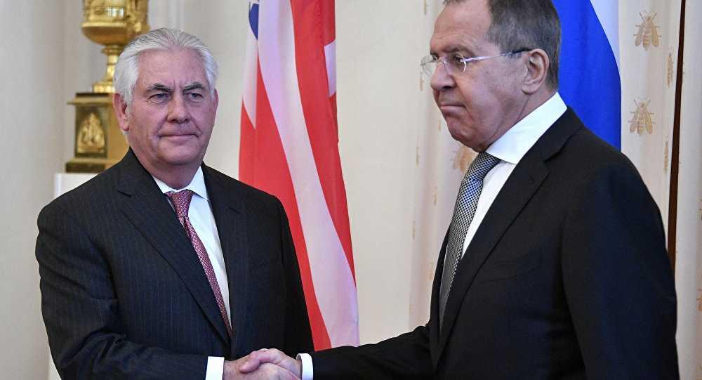 """REX TILLERSON LA MOSCOVA. Confruntare dura si un minim istoric in relatiile dintre cele doua puteri/ SUA ACUZA RUSIA DE """"COMPLICITATE"""" SAU """"INCOMPETENTA"""" IN DOSARUL ATACULUI CHIMIC DIN SIRIA/ Presedintele SUA: ASSAD E UN MACELAR, TREBUIE PUS CAPAT RAZBOIULUI CIVIL/ Trump s-a razgandit: NATO NU MAI ESTE DEPASITA/ SUA trimite nave de razboi langa COREEA DE NORD"""