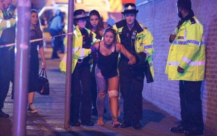 ATENTAT LA MANCHESTER ARENA. 22 morti, zeci de raniti. Atacatorul ar fi fost in evidentele autoritatilor britanice… (Video)