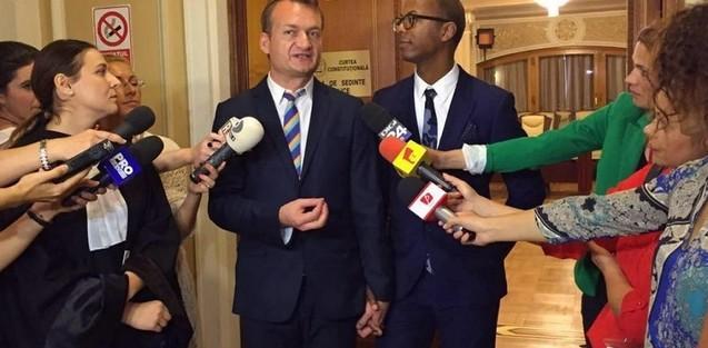 UPDATE: Reactia lui Vasile Banescu, purtatorul de cuvant al Patriarhiei/ CURTEA DE JUSTITIE EUROPEANA obliga România sa recunoasca mariajul gay incheiat in state terte UE in limitele dreptului la libera circulatie. Totodata, CJUE reitereaza ca definirea CASATORIEI este de competenta STATELOR NATIONALE. Lobby-ul gay confirma, per a contrario, NECESITATEA REFERENDUMULUI