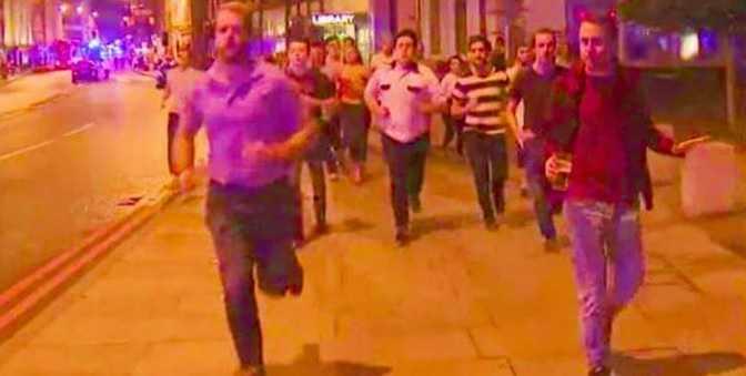 ATENTATUL DE LA LONDRA – secventele de comic grotesc ale unei tragedii: Britanicul care FUGE DE TERORISTI cu berea in mana si românul care ii infrunta cu NAVETA SI FACALETUL (video)/ PRINTRE SUSPECTI SE AFLA SI ROMÂNI?/ Schimb acid de replici intre TRUMP si PRIMARUL MUSULMAN AL LONDREI/ Va asteptati la altceva? POLITIA FUSESE AVERTIZATA SI DE ACEASTA DATA…