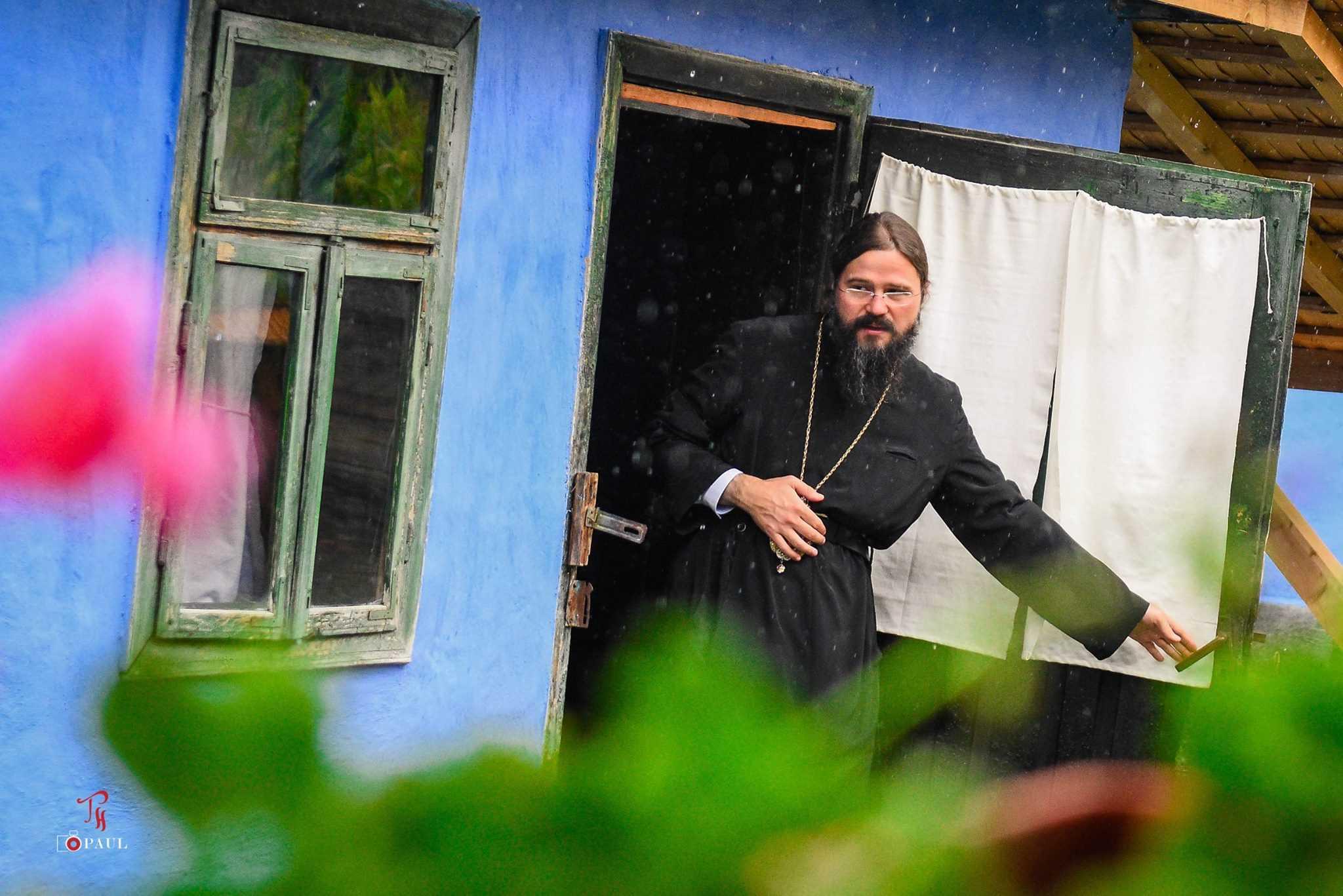 IPS Andrei si PS Macarie impreuna la inaugurarea CASEI TRADITIONALE, muzeu etnografic din Spermezeu infiintat de episcopul din Tarile Nordice (Video). <i>Dacă păstrăm credinţa şi valorile tradiţionale nu ne înghite valul vremelniciei</i>