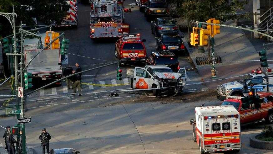 ATENTAT LA NEW YORK. Opt morti si mai multi raniti dupa ce o duba a intrat in multime (Video)