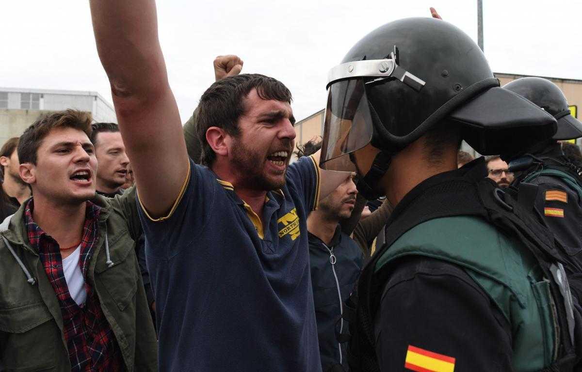 Inceputul valului de separatisme in Europa. INCIDENTE VIOLENTE IN SPANIA, CU OCAZIA REFERENDUMULUI DE INDEPENDENTA DIN CATALONIA (Video)/ <i>&#8220;Catalonia e puiul care se naşte, deschizătorul de drumuri şi modelul noii Europe&#8221;</i>