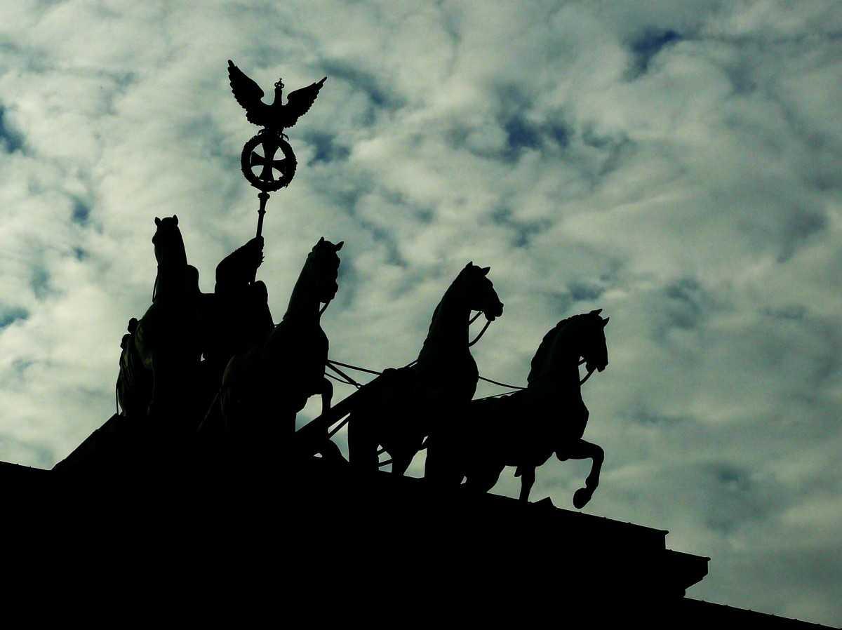 DECLARAȚIA DE LA PARIS &#8211; un document ca un ultim cuvânt: EUROPA ÎN CARE PUTEM CREDE. <i>&#8220;Ne pierdem căminul. Adevărata Europă este în primejdie.&#8221;</i> APEL ÎMPOTRIVA TIRANIEI TEHNOCRATE, CORPORATISTE și CORECTE POLITIC/ <i>&#8220;Cea mai mare ameninţare cu privire la viitorul Europei nu este nici intervenţionismul rus, nici imigraţia musulmană&#8221;</i>