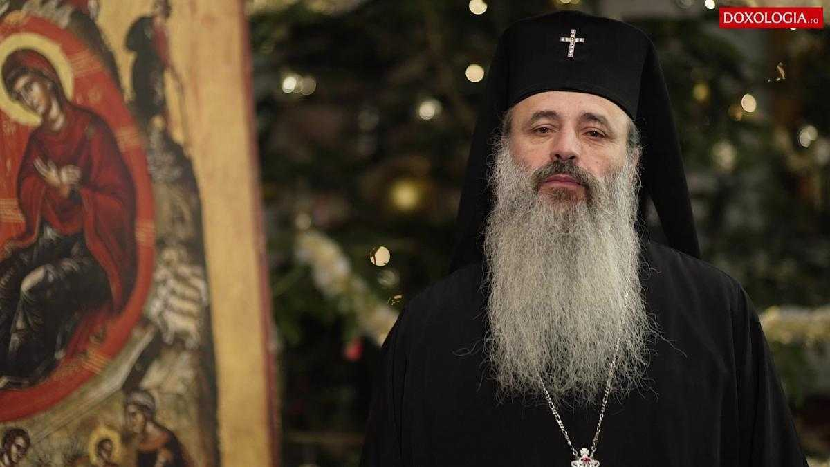 În pastorala și în cuvântul său video de Crăciun, ÎPS TEOFAN îndeamnă la veghe duhovnicească, la înțelegerea vremurilor și la O ATITUDINE MĂRTURISITOARE în ceea ce privește DREAPTA CREDINȚĂ, APĂRAREA FAMILIEI și AFIRMAREA VALORILOR NEAMULUI. Nașterea lui Hristos ne aduce atât BUCURIA de a fi creștin, cât și chemarea la PĂTIMIRE