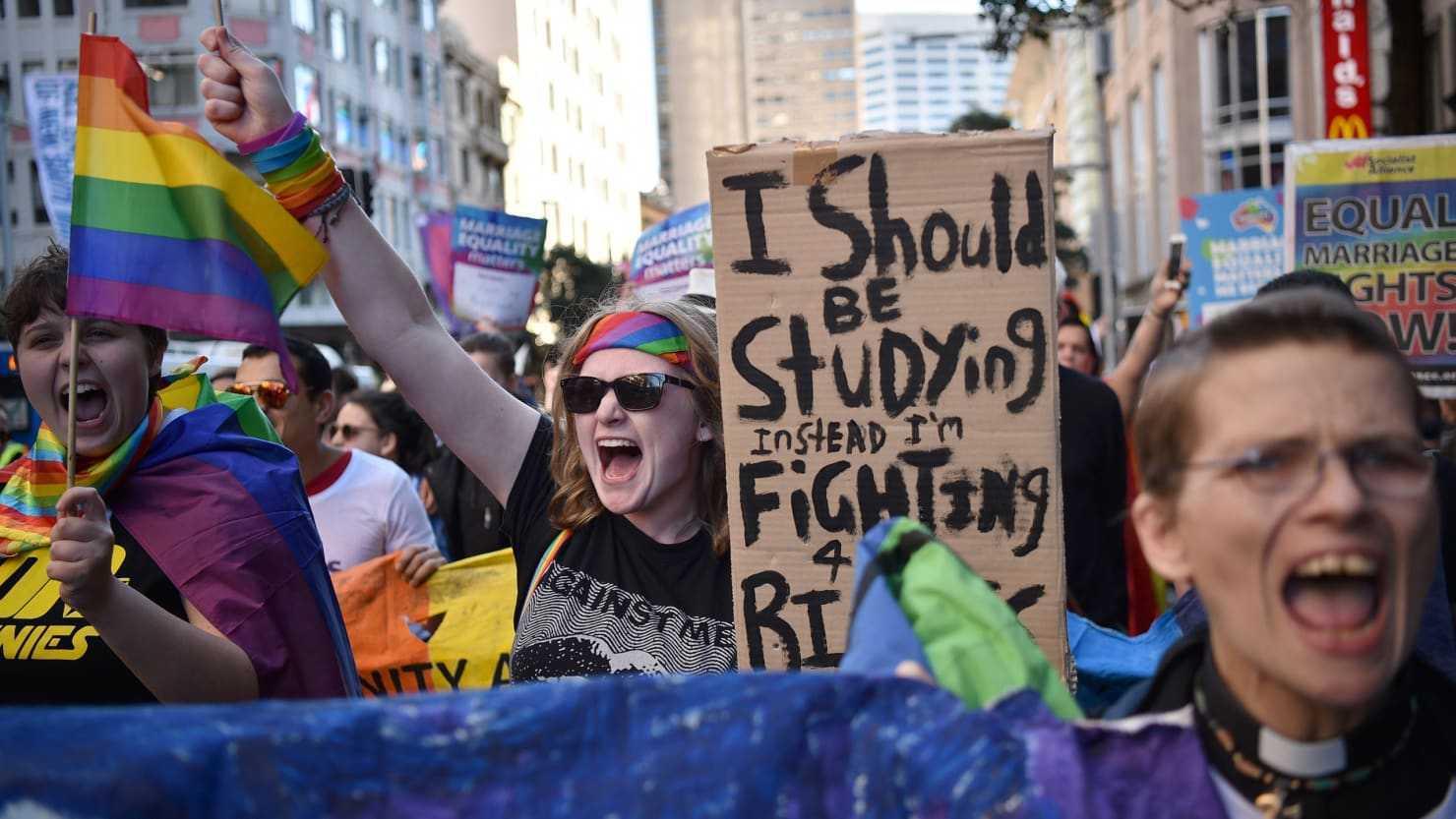 """INCA DOUA TARI CUCERITE: AUSTRIA SI AUSTRALIA LEGALIZEAZA CASATORIILE HOMOSEXUALE/ In Australia, in ciuda promisiunilor, CRESTINILOR LE ESTE REFUZATA PROTECTIA LIBERTATII RELIGIOASE/ Cazuri judiciare cruciale: COMAN vs România sau cum poate lua sfarsit """"DIVERSITATEA"""" in Europa/ CURTEA SUPREMA din SUA: ultima speranta pentru micii intreprinzatori CRESTINI care nu sunt de acord cu NUNTILE GAY/ Altfel despre cazul WEINSTEIN. Revolutionarii sexului si agenda lor"""