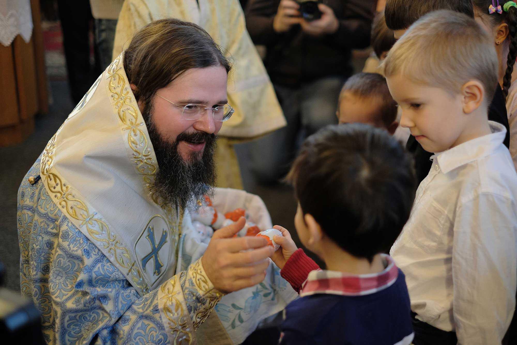 Episcopia Ortodoxă Română a Europei de Nord inițiază un proiect de BURSE PENTRU COPIII SĂRACI din Copșa Mică/ PS MACARIE despre CULTIVAREA DELIBERATĂ A DUHULUI DE CÂRTIRE față de Dumnezeu și rânduielile firești, ÎN LUMEA DE AZI: <i>&#8220;Nu e bine că suntem femei și bărbați, nu e bine că suntem europeni și creștini, nu e bine că suntem națiuni și că trăim în state naționale. Totul incită la revoltă&#8221;</i>