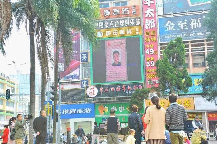 """Nu distopie, ci prezent. CHINA perfectioneaza SISTEMUL ORWELLIAN COMPLET. Linsaj public prin afisarea cetatenilor """"rai"""" pe ecrane publice, unificarea tuturor aplicatiilor intr-una singura"""