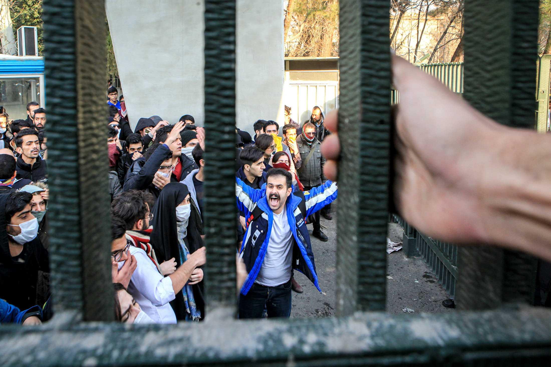 """PROTESTELE DIN IRAN. SPRE O SCHIMBARE DE REGIM? Intelegerea """"discreta"""" intre SUA-Israel si oportunitatea restrangerii influentei regimului iranian in Orientul Apropiat"""