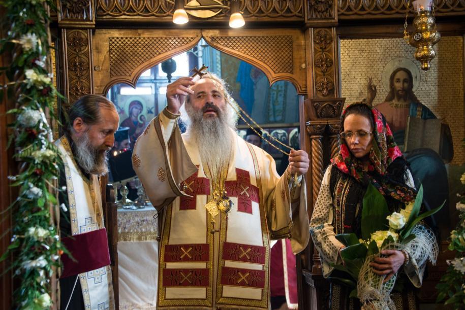 """IPS TEOFAN: indemn de mobilizare la REFERENDUMUL pentru definirea casatoriei ca legatura intre BARBAT si FEMEIE: <i>""""Un lucru mai sfant și mai demn de aparat nu exista in aceasta lume""""</i> (VIDEO)/ Mihai Gheorghiu: <i>In liceele românești se promoveaza deja HOMOSEXUALITATEA. Traim o REVOLUTIE CULTURALA. Se pregatește DREPTUL de ADOPTIE a copiilor in CUPLURI DE ACELAȘI SEX</i>/ Cristian Tudor Popescu ii face HANDICAPATI MINTAL pe cei care vor participa la mitingul PSD pro-familie/ Care este noua MIZĂ A REFERENDUMULUI?"""
