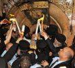 LUMINA SFÂNTĂ S-A APRINS LA IERUSALIM și în anul mântuirii 2018, în ciuda înmulțirii hulitorilor și cârtitorilor (VIDEO).